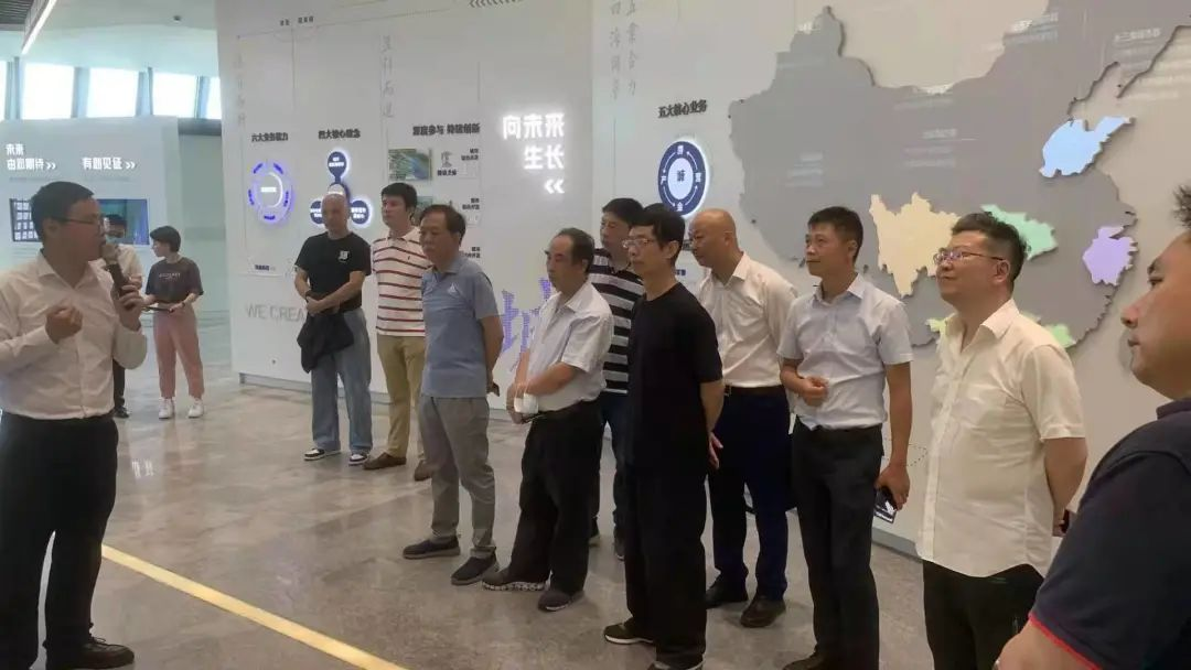 The Global Cross-border Technology Exchange Research Institute organized a visit to Lingang Innovation Center's Ningbo (Fenghua) Branch-SHLINGANGIC